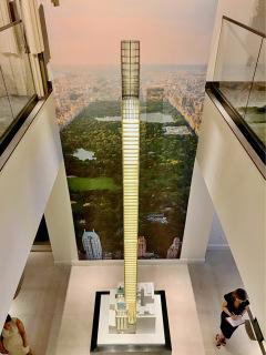 Obr. 15 Velkorysý model mrakodrapu 111 W 57 v klientském centru (zdroj: JDS)
