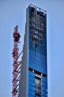 Obr. 16 Dekorativní koruna věže (foto: Brian Aronson)