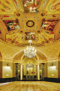 Obr. 22 Zrestaurovaný interiér památné rotundy v přízemí Steinway Hall (zdroj: JDS)