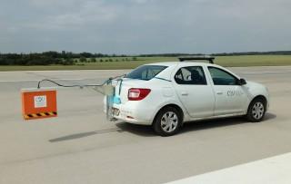 Obr. 6 Měřicí vozidlo s georadarovou anténou