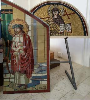 Obr. 06 Představení Koehlerovy mozaiky realizované v Rakovníku na mozaikářské konferenci v Italském kulturním institutu roku 2016 v Praze. Pilátův soud a mozaika z Ravenny – fotokopie 1 : 1