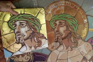Obr. 10 X. zastavení. Nejvýraznější tvář Krista se šifrou 51 ve vousu na bradě. Pohled vzhůru vyjadřuje víru v lásku (Boží), která nám dává naději přežít i naše životní katastrofy