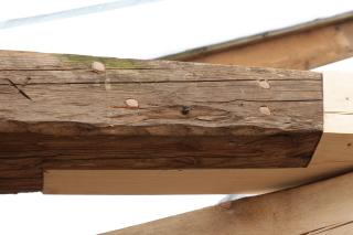 Obr. 1 Použití celodřevěného spoje při opravě krovu na zámku v Bratronicích