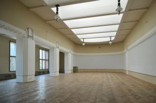 Obr. 14 Pohled do jednoho ze sálů muzea – stav před provedením obnovy malířské výzdoby