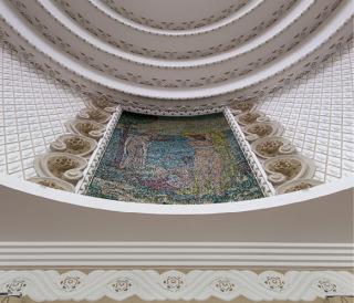Obr. 18 Kopule budovy se štukovou výzdobou a mozaikou