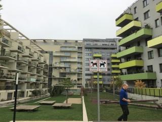 Obytný blok z první fáze ve čtvrti Sonnwendviertel, zástavba bez spolupráce developerů