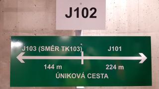 Orientační a bezpečnostní značení – šachta J102
