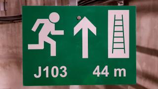 Orientační a bezpečnostní značení – šachta J103