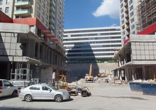 Obr. 29 Zdemolované obchodní centrum mezi věžemi A a B
