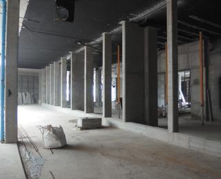 Obr. 32 Provedení nosné konstrukce fasády před odbouráním obchodního centra