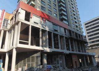 Obr. 33 Provedení nosné konstrukce fasády – po odbourání obchodního centra