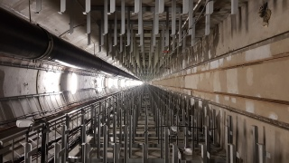 Obr. 17 Ražená kolektorová trasa – pohled do vystrojené trasy ocelovými výložníky