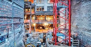 Obr. 03 Stísněný prostor souběžné rekonstrukce Steinway Hall a výstavby nového mrakodrapu 111 W 57
