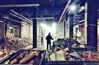 Obr. 04 Dočasné uložení materiálu v demolované části Steinway Hall (zdroj: JDS)