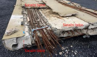 Obr. 13 Sanační beton nad nosnými kabely, v desce nad předpínacími kabely a ve spáře