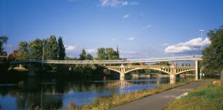 Obr. 17 Lávka přes řeku Labe v Nymburce v roce 1986