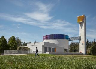 Futuristický kostel blahoslavené Marie Restituty v brněnském sídlišti Lesná