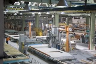 Obr. 4 Pohled na automatickou linku výroby panelů dřevostavby