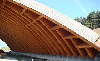 Obr. 2 Dřevěné obloukové nosníky