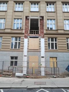 Obr. 09 Kapsy pro železobetonové pilíře vyplněné EPS u budovy B u lávky SO01