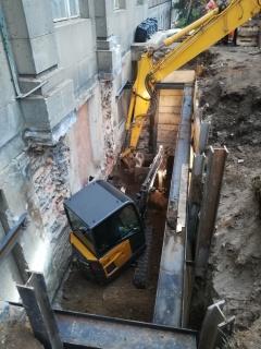 Obr. 07 Hloubení stavební jámy u budovy A pod lávkou SO02