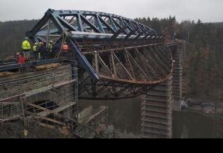 Obr. 1 Způsob výměny vnitřních polí pňovanského mostu otáčením