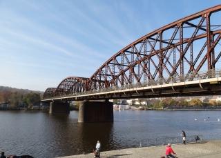 Pohled na most v km 3,706 směrem na Smíchov