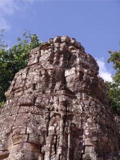 Obr. 11 Sepnutí narušené konstrukce věže předepnutými lany, chrám  Ta Prohm (zdroj: archiv autora)
