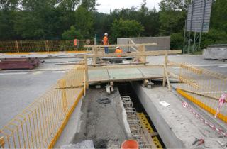 Dočasný přejezd přes vybouraný mostní dilatační závěr