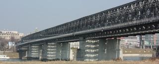 Most v Bratislavě před opravou; postaven byl jako provizorní maximálně na deset let, sloužil v letech 1946–2013
