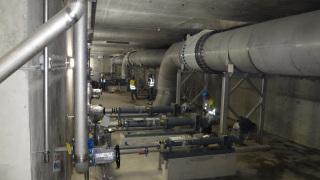 Obr. 6 Nátoková potrubí do nádrží Densadeg v objektu třetího stupně čištění