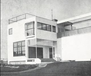 Linhartova vila s ateliérem v Dejvicích, pohled na část se vstupními dveřmi, 1927