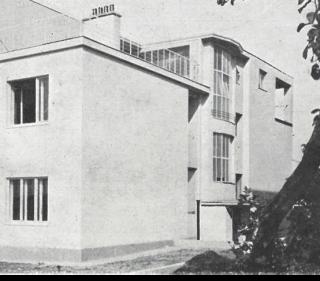 Obytný dům v Hostivaři, postranní pohled