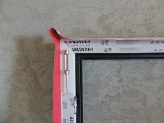 005 Správné provedení nalepení folie v rohu okna - detail