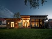 Dům se sloupy z Douglasky, soutěžící DŘEVOSTAVBY BISKUP, s. r. o.; Vítěz veřejného hlasování v kategorii Moderní dřevostavby – realizace