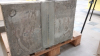 Betonová deska po protlačovací zkoušce – k destrukci spřahovacího prostředku došlo před první řadou trnů