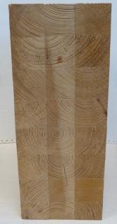 Obr. 4b Vzorek lepeného lamelového dřeva pro kalibraci přístroje - příčný profil s různou orientací lamel