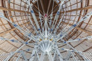 Výztužný lanový systém v koncových částech vzducholodi (foto: Jan Slavík)