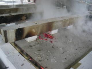 Obr. 06. Spřažený dřevobetonový stropní dílec na konci požární zkoušky